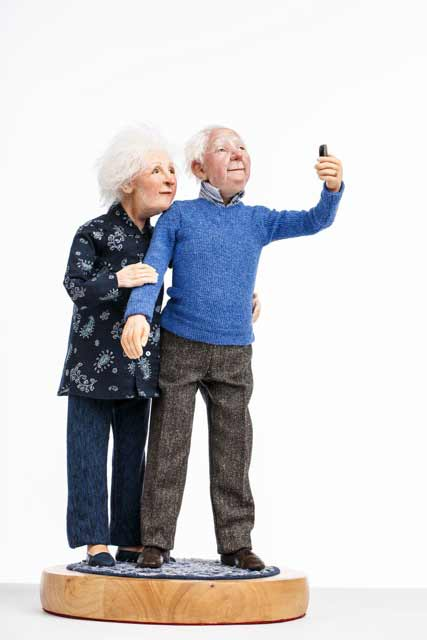 Maria_Saracino_artdoll couple with cell phone